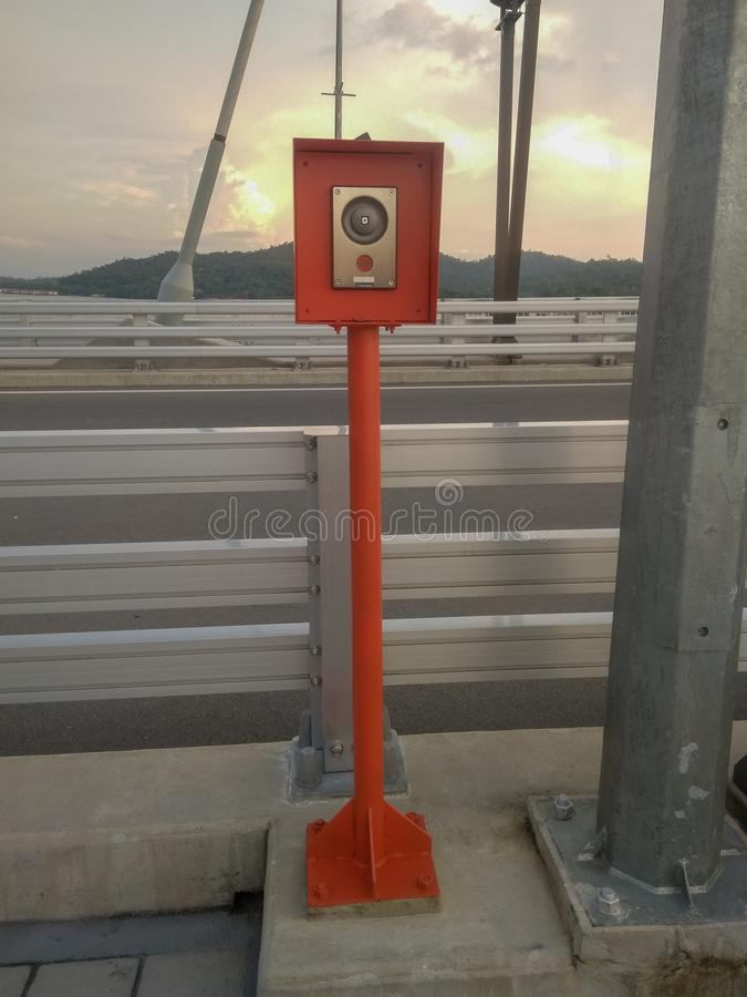 Muara, Bandar Seri Begawan/Brunei - 18 mai 2019 : Cabine de secours pour l'appel téléphonique aux ponts de RIPAS, Brunei Daruss image stock