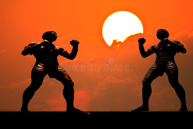 Muay ταϊλανδικός μπόξερ σκιαγραφιών στο υπόβαθρο ηλιοβασιλέματος στοκ εικόνες