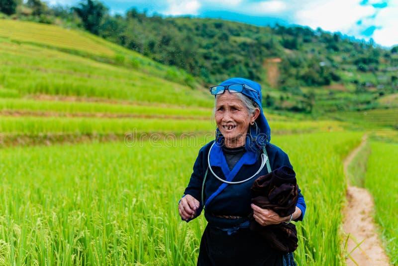 MUCANGCHAI,越南, 2018年9月29日:Hmong少数族裔妇女在Mu Cang柴,安沛市 免版税库存图片