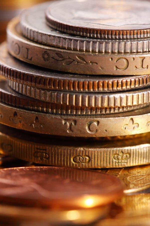 Mucchi dorati del primo piano delle monete fotografia stock