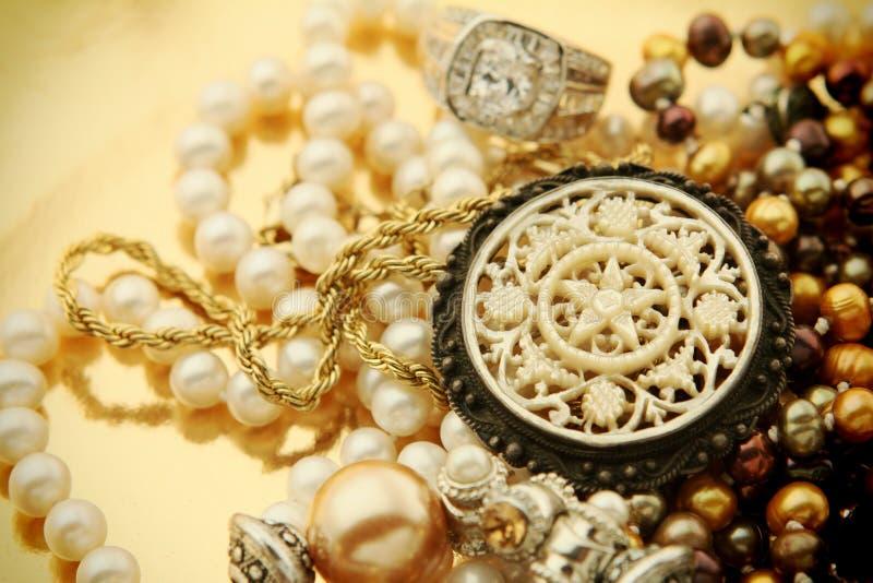 Mucchio d'annata dei gioielli fotografia stock