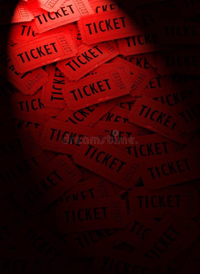 Mucchio dei biglietti rossi con il riflettore fotografia stock