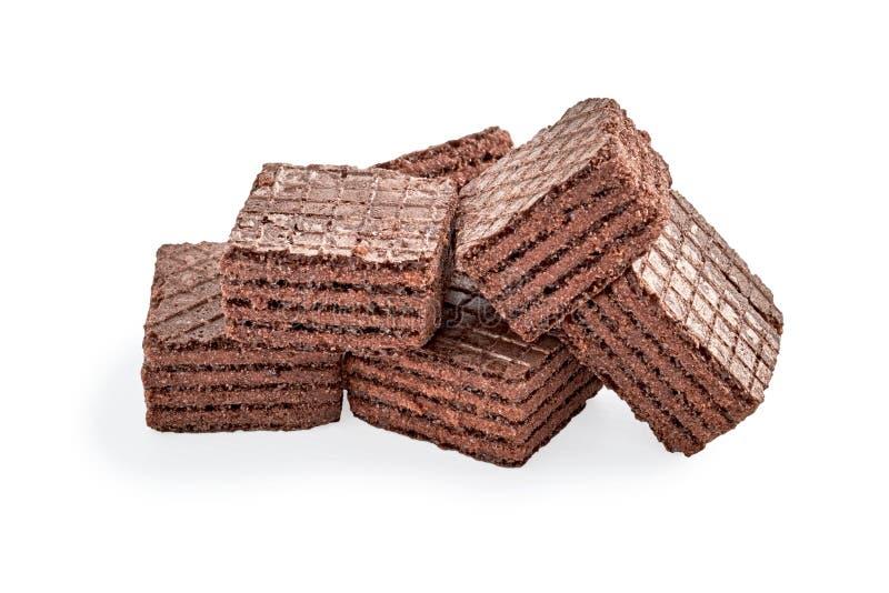 Mucchio dei biscotti del wafer del brownie del quadrato del cioccolato isolati su bianco fotografia stock