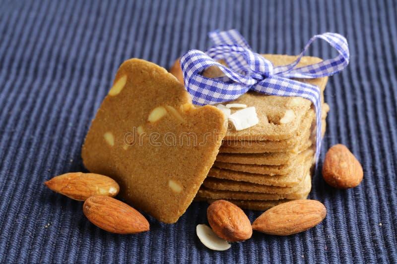 Mucchio dei biscotti di mandorla del burro fotografie stock libere da diritti