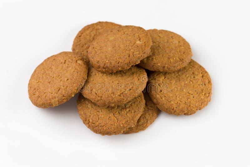 Mucchio dei biscotti isolati su priorità bassa bianca fotografie stock libere da diritti