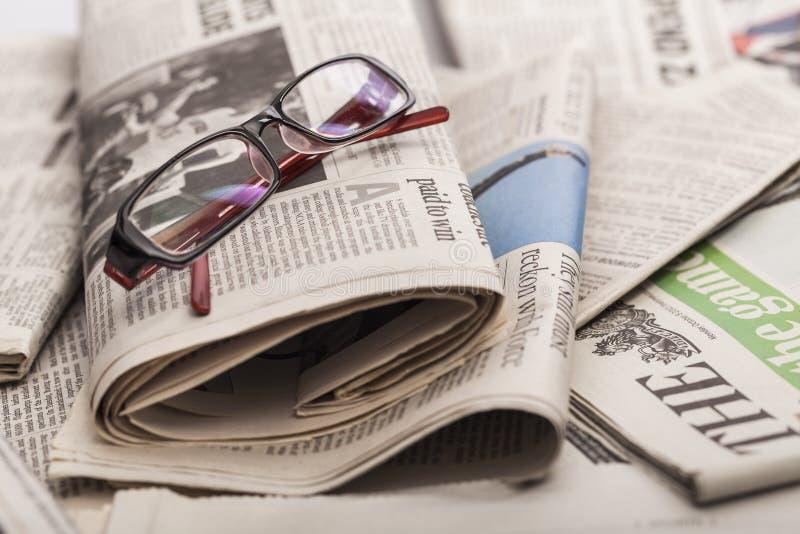 Mucchio dei giornali come fondo fotografia stock libera da diritti
