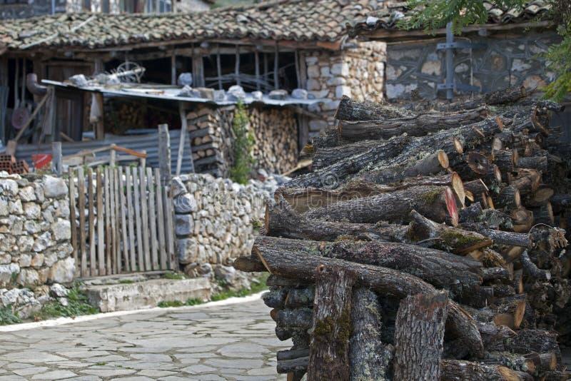 Mucchio del ceppo in città greca fotografia stock libera da diritti
