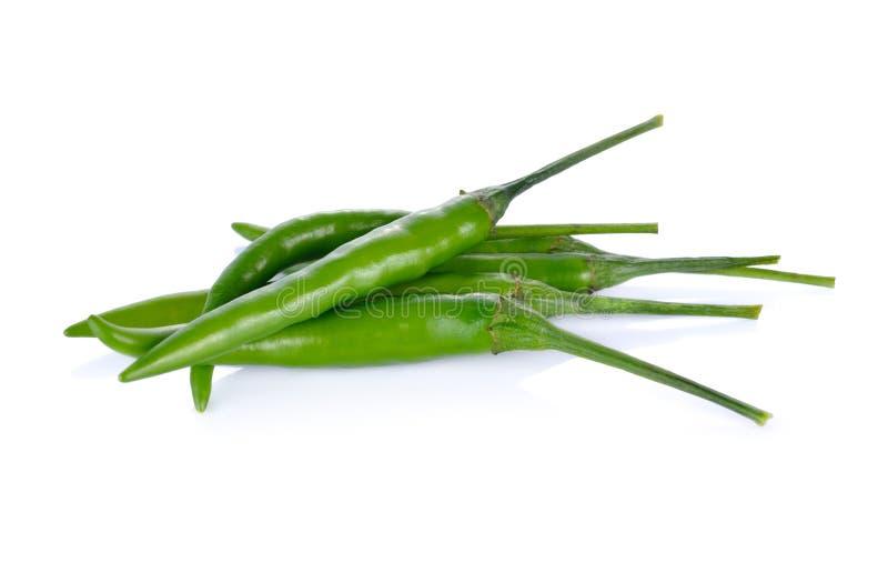 Mucchio del peperoncino rosso verde con il gambo su fondo bianco immagini stock
