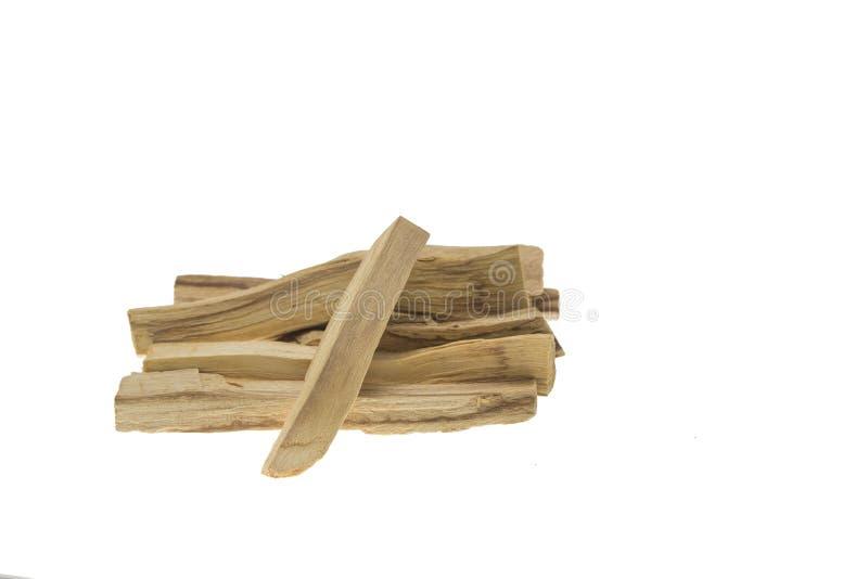 Mucchio del santo di palo o dei bastoni di legno santi isolati su fondo bianco fotografia stock