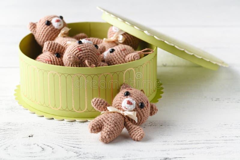 Mucchio dell'orso tricottato piccolo giocattolo fotografie stock libere da diritti