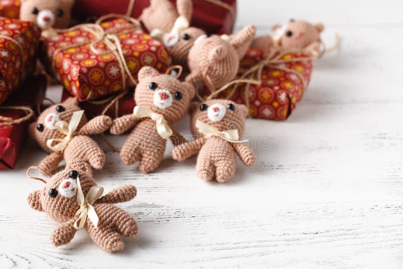 Mucchio dell'orso tricottato piccolo giocattolo immagine stock libera da diritti