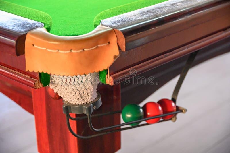 Mucchio della palla dello snooker di colore sulla pista immagini stock