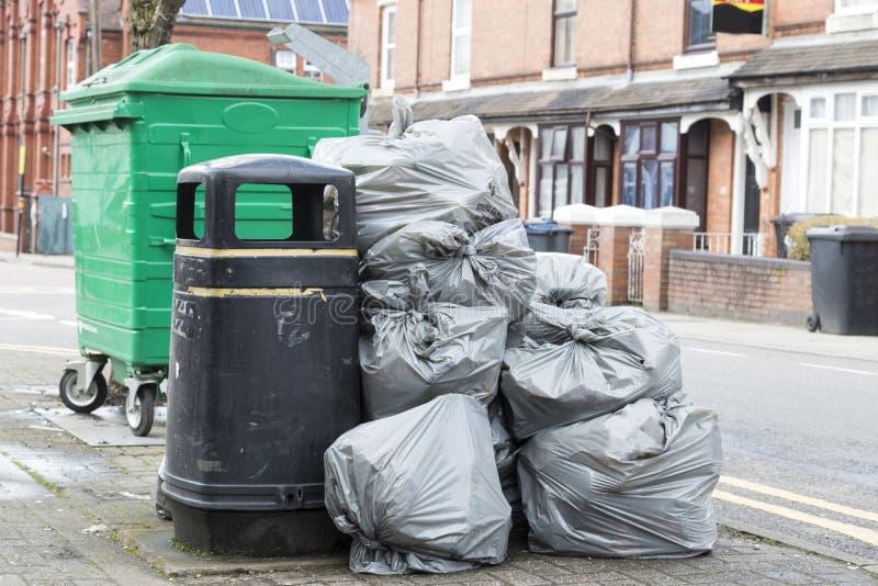 Mucchio delle borse grige dei rifiuti fotografie stock libere da diritti