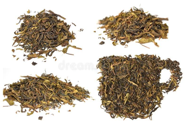 Mucchio delle foglie di tè secche e dell'isolato secco della tazza delle foglie di tè su fondo bianco fotografie stock