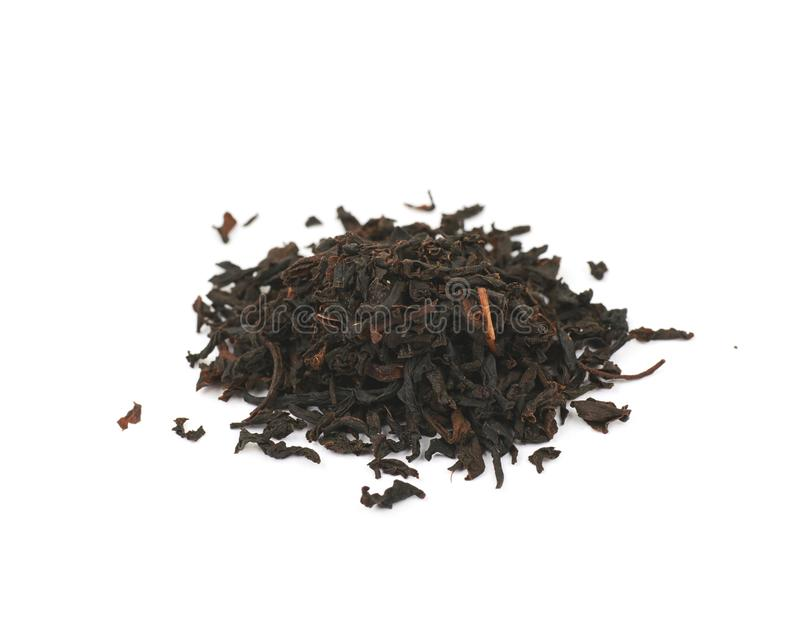Mucchio delle foglie di tè secche isolate fotografia stock libera da diritti