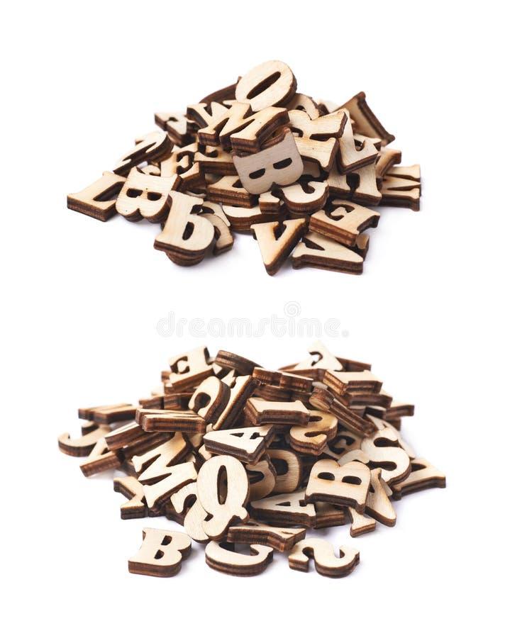 Mucchio delle lettere di legno isolate immagini stock