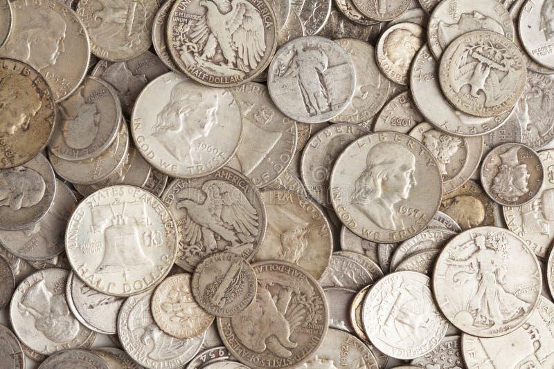 Mucchio delle monete d'argento fotografie stock libere da diritti