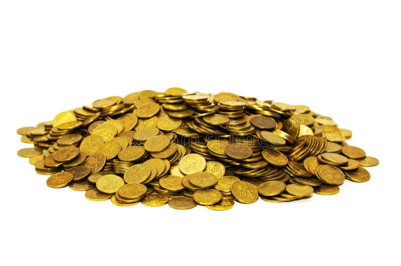 Mucchio delle monete dorate isolate immagine stock libera da diritti