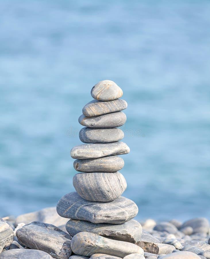 Mucchio delle pietre, fondo di concetto della stazione termale di zen fotografia stock libera da diritti