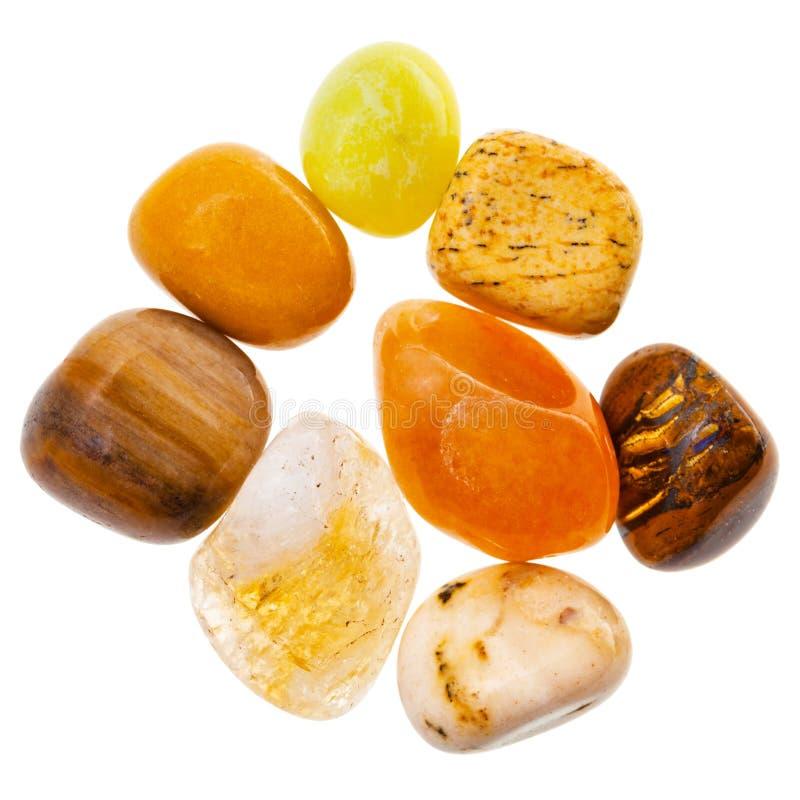 Mucchio delle pietre preziose minerali naturali gialle e marroni immagini stock libere da diritti