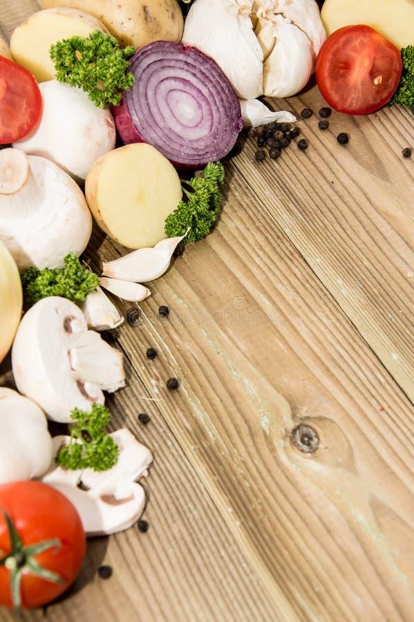 Mucchio delle verdure su legno fotografie stock libere da diritti