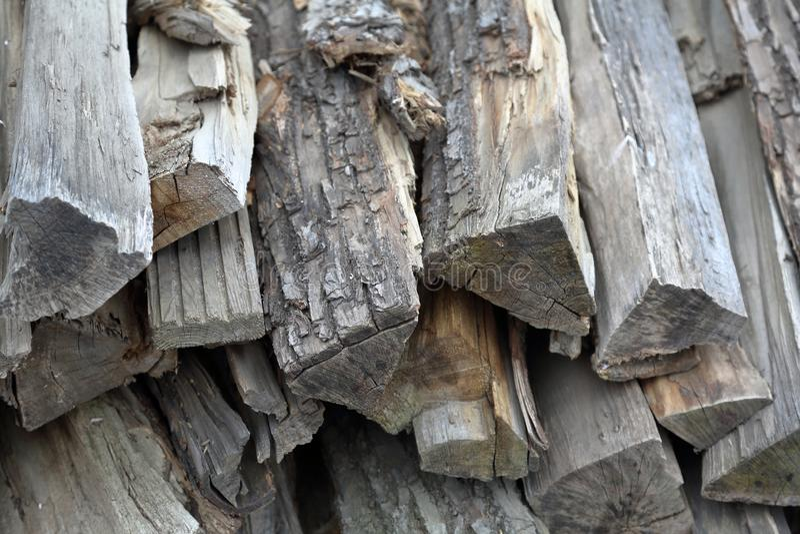 Mucchio di legna da ardere asciutta immagini stock libere da diritti