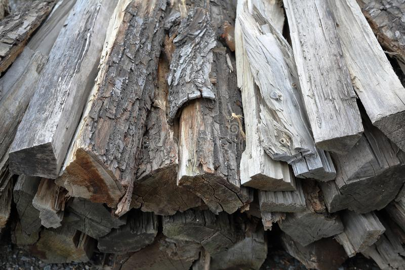 Mucchio di legna da ardere asciutta immagine stock