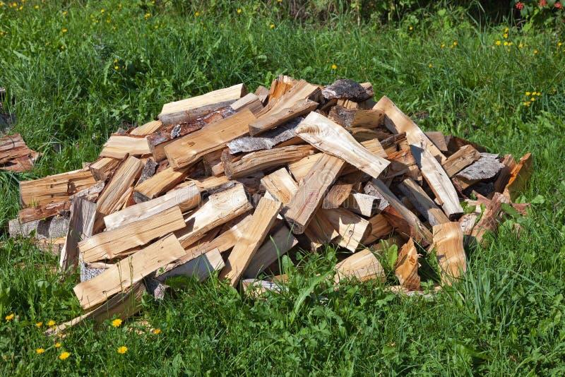 Mucchio di legna da ardere tagliata fotografia stock