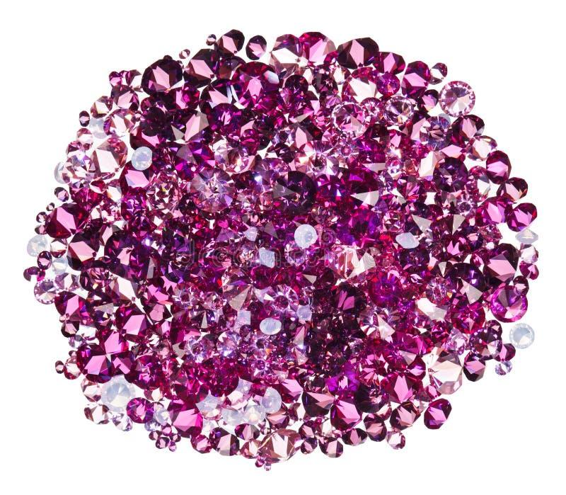 Mucchio di molti piccolo pietrisco vermiglio del diamante (gioiello) fotografie stock libere da diritti