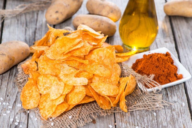 Mucchio di Paprika Potato Chips fotografia stock