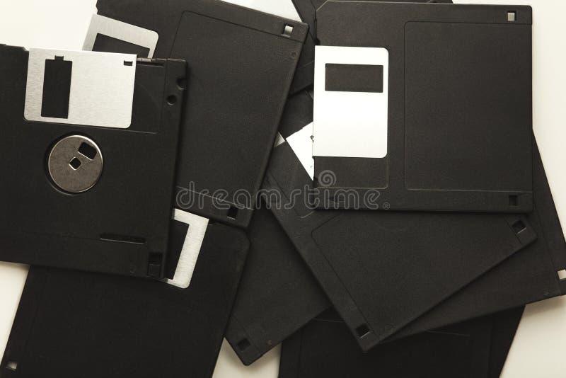 Mucchio di retro floppy disk isolati su fondo bianco fotografia stock