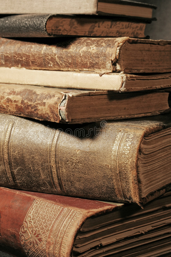 Mucchio di vecchi libri immagine stock libera da diritti