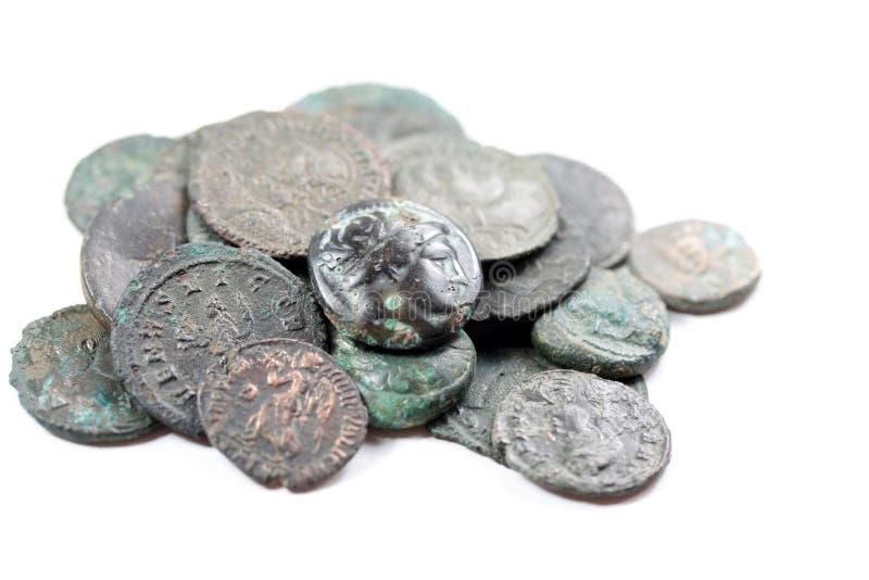 Mucchio di vecchie monete romane fotografia stock
