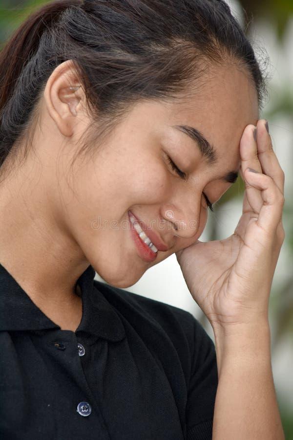 Muchacha adolescente asiática joven contemplativa fotografía de archivo libre de regalías