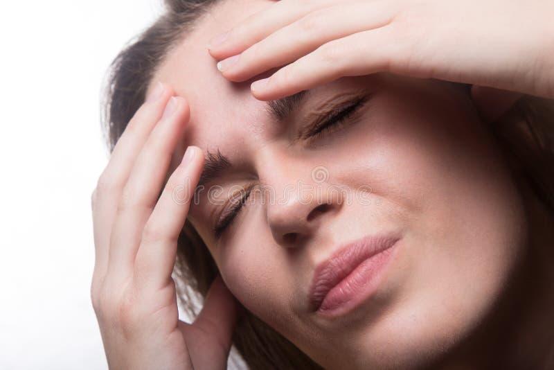 Muchacha adolescente con dolor de cabeza imágenes de archivo libres de regalías