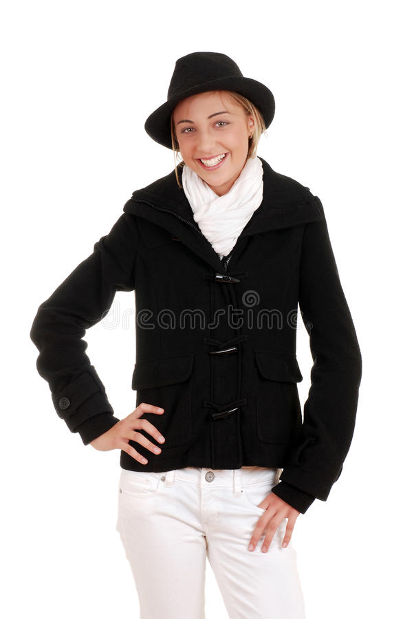 Muchacha adolescente con la capa y el sombrero negros del invierno fotografía de archivo