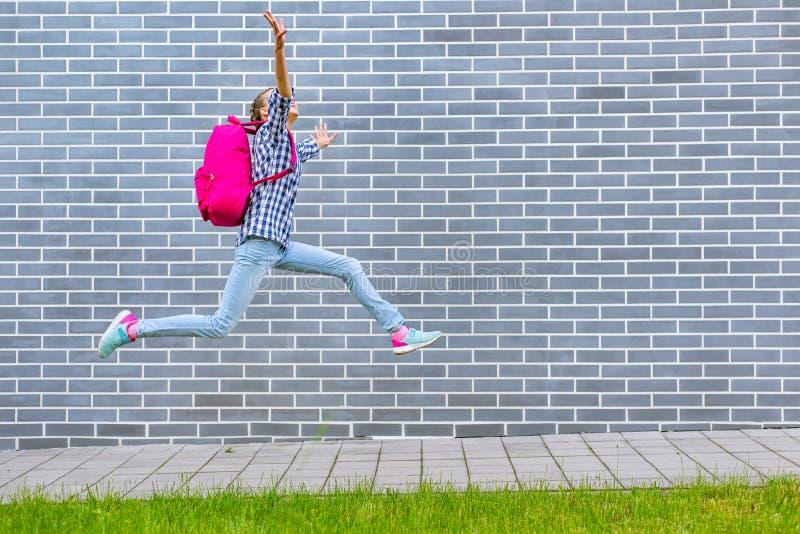 Muchacha adolescente de nuevo a escuela fotografía de archivo libre de regalías