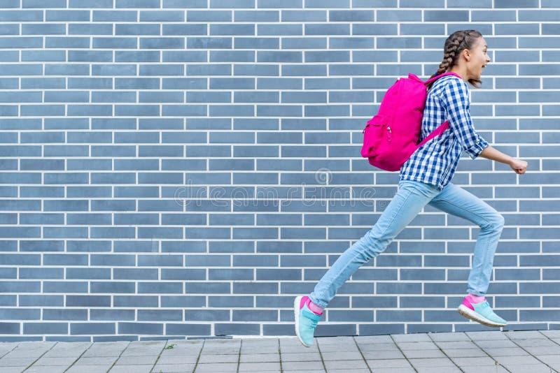Muchacha adolescente de nuevo a escuela foto de archivo
