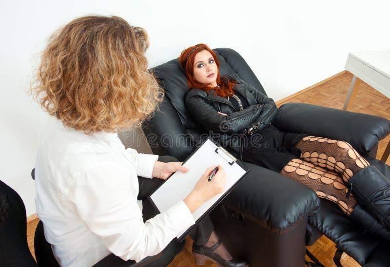 Muchacha adolescente en terapia imagenes de archivo