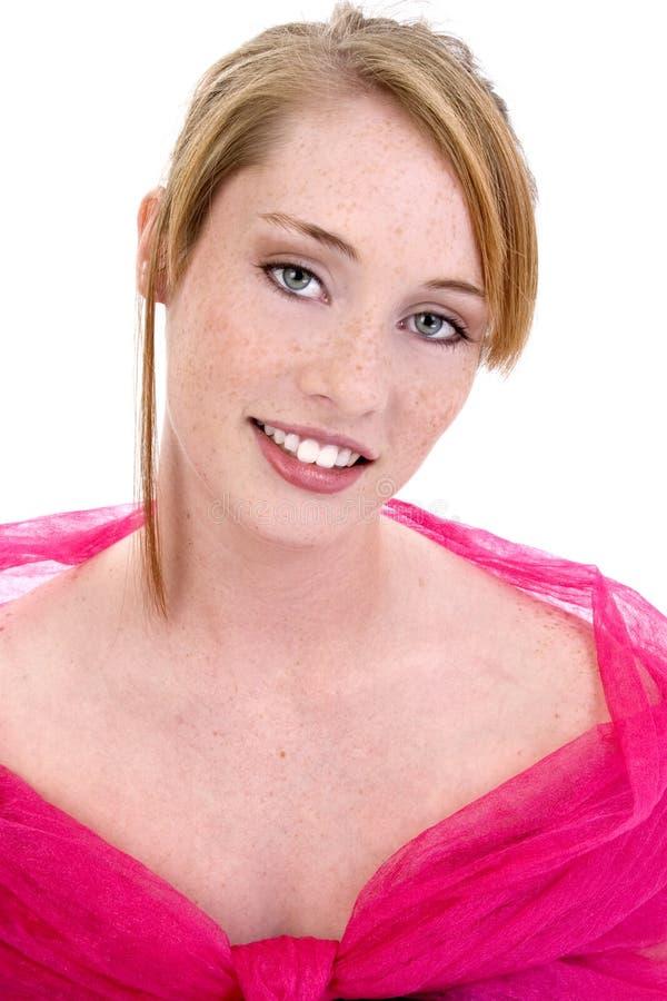 Muchacha adolescente hermosa en formal rosado foto de archivo