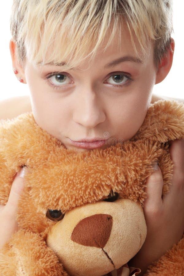 Muchacha adolescente punky con el oso de peluche imágenes de archivo libres de regalías