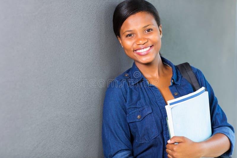 Muchacha africana de la universidad foto de archivo