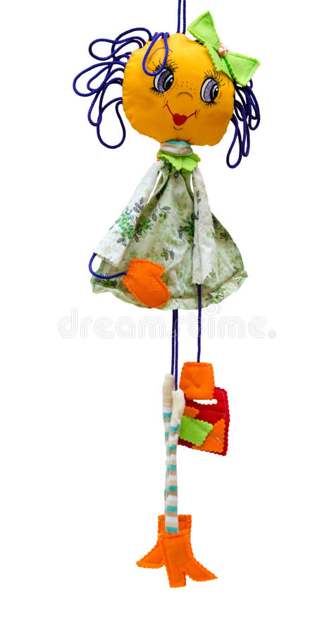 Muchacha alegre fina aislada juguete hecho a mano de la muñeca en los wi cortos del vestido imagenes de archivo