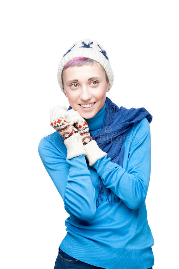 Muchacha alegre joven en ropa del invierno en blanco fotos de archivo libres de regalías