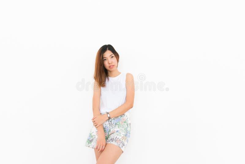 Muchacha asiática con el fondo blanco fotos de archivo libres de regalías