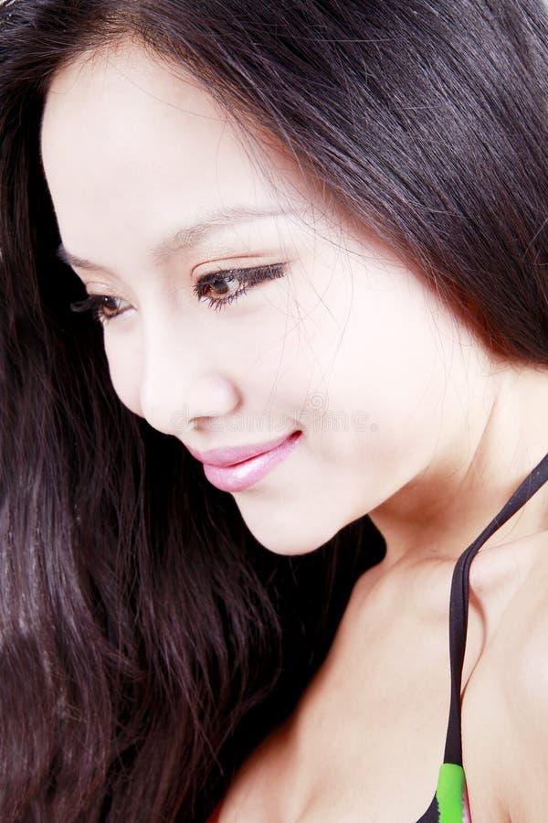 Muchacha asiática con el pelo largo fotos de archivo