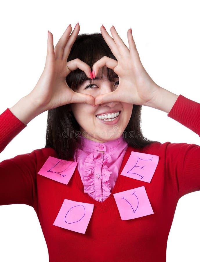 Muchacha asiática que gesticula el corazón con sus manos imagen de archivo libre de regalías