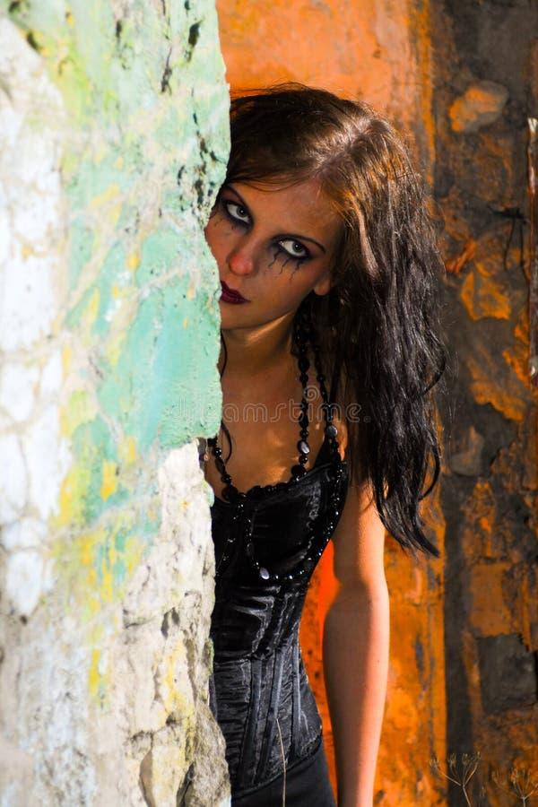 Muchacha asustadiza de Goth fotografía de archivo