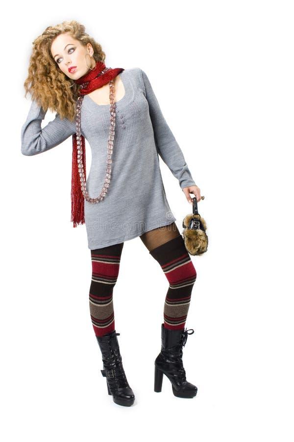 Muchacha atractiva con con un bolso de la piel foto de archivo libre de regalías