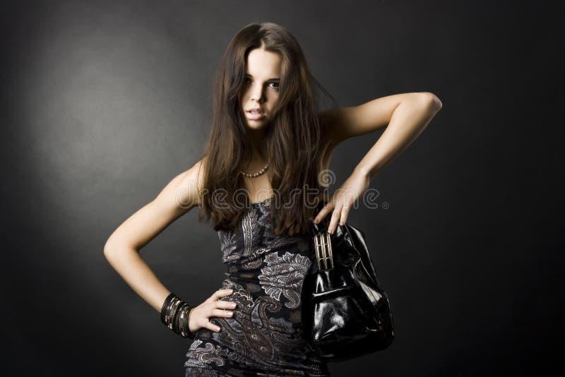 Muchacha atractiva con un bolso fotografía de archivo
